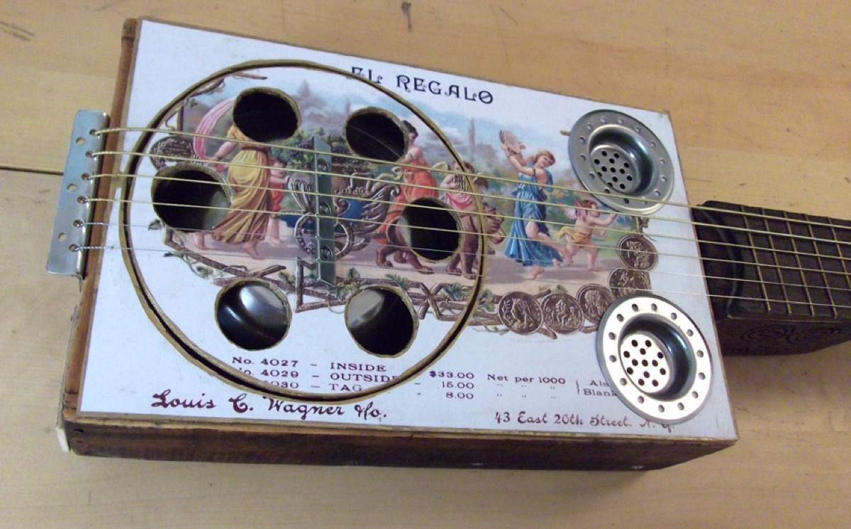 Dobro ( guitarra resonadora )