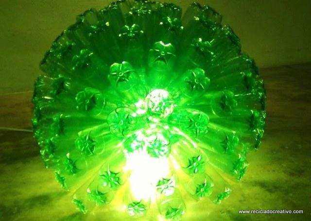 Lámpara de 125 botellas de plástico pet